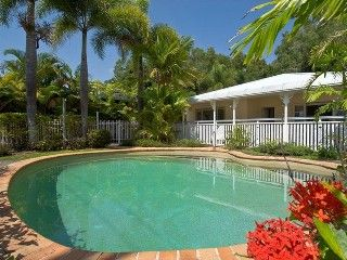 Great Barrier Reef - 3 bedroom only - king, queen, 4 bunk & double sofa bed - £760 for 5 nights. Beach Front Clifton BeachHoliday Rental in Clifton Beach from @HomeAwayUK #holiday #rental #travel #homeaway