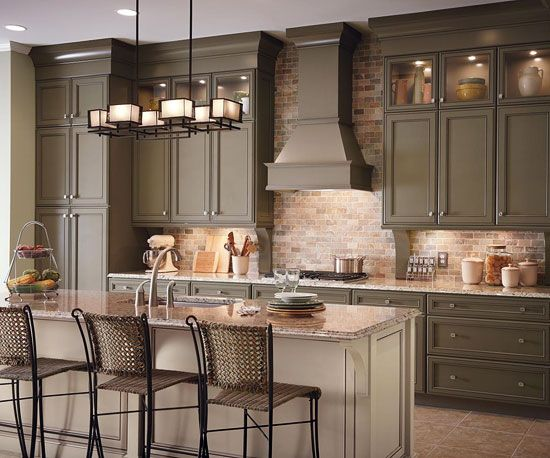 Good lighting in a kitchen can make a world of difference. See the best lighting tips @Gayle Robertson Robertson Roberts Merry Homes and Gardens