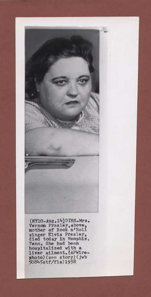 Born on April 25th,1912 Elvis' mom dies on August 14th,1958 from a liver ailment at the age of 46