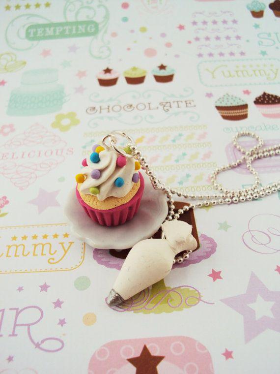 Cupcake avec un passepoil sac collier en pâte par MyMiniMunchies