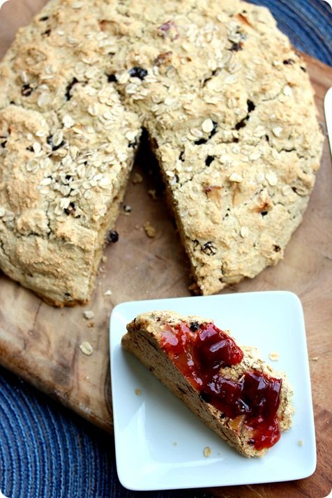 Vegan Irish Soda Bread // fANNEtastic food // There is also a healthy alternative to buttermilk in this recipe!
