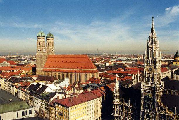 Terceira maior metrópole da Alemanha, Munique esbanja cultura e charme,  além de ser anfitriã anual da Oktoberfest! Estude alemão em Munique e peça  uma cerveja em alemão!