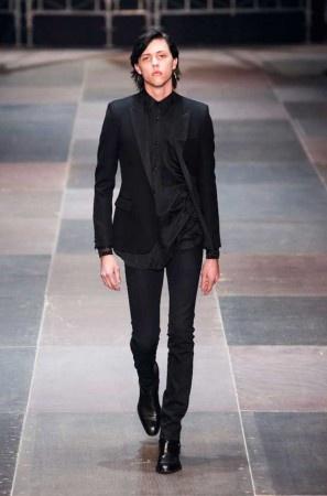 YSL Paris   Leggi tutto: http://www.menchic.it/moda-uomo/saint-laurent-paris-hedi-slimane-debutta-a-parigi-con-la-collezione-fw-2013-18833.html