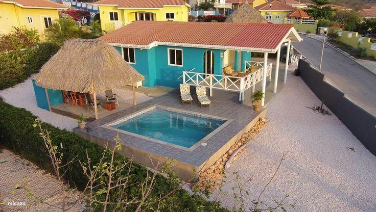 Kas di dos met zwembad in Fontein, Banda Abou (west), Curacao.  https://www.micazu.nl/vakantiehuis/curacao/banda-abou-west-/fontein/kas-di-dos-met-zwembad-17798/