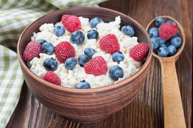 Why You Should Eat Cottage Cheese Before Bed Healthy Work Snacks