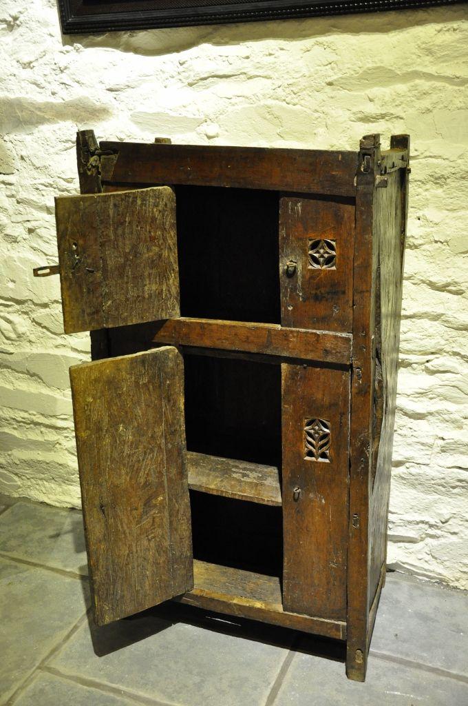 146 besten medieval furniture bilder auf pinterest. Black Bedroom Furniture Sets. Home Design Ideas