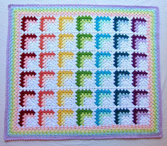 hecho a la medida.  Esta manta de bebé arco iris pastel suave y brillante sin duda se destaca en la multitud! arco iris son de género neutro y son perfectos para bebés y niños! se hace con hilado de acrílico suave peso estambre mediano en 15 diferentes colores. es extremadamente versátil y tan caliente! ideal para bebés, cunas y apoyos de la foto. hecho en mi casa gratis mascotas y humo.  34 x 40  los afganos hicieron personalizados pueden tomar hasta 2 semanas para hacer. Si desea un tamaño…