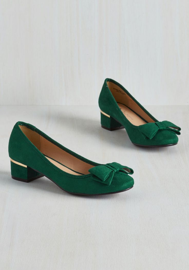Can You Bow-lieve It? Heel in Emerald. You might not believe your eyes when you spot these emerald green heels, but, look again, and youll see that they are just as charming as they seem! #green #wedding #modcloth