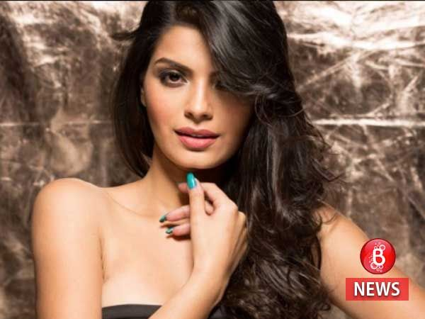 This picture of 'The Xposé' actress Sonali Raut with a female friend is creating waves online
