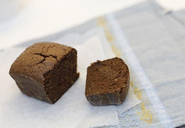 Шоколадно-апельсиновые кексы - ЧадейкаТесто:  1 апельсин  100 г темного шоколада (содержание какао больше 70%)  100 г сливочного масла  40 г муки  75г сахара  2 яйца