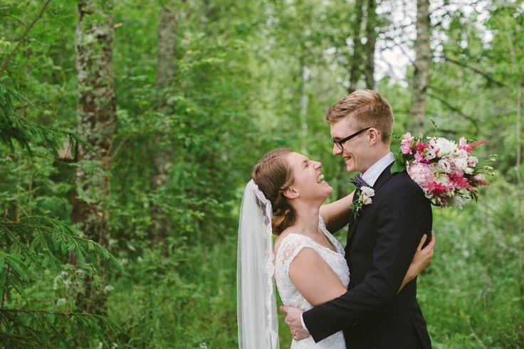 romantic and sweet wedding portrait surrounded by greeneryJulia Lillqvist   Emma and Joel   sommarbröllop Jakobstad   http://julialillqvist.com