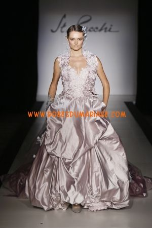 St. Pucchi boutique robe de mariée rose ornée de perle au drapé satin