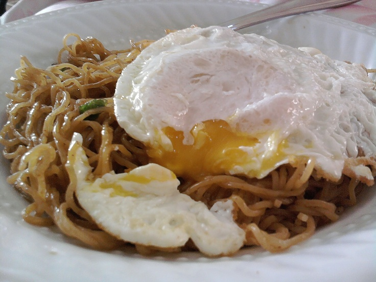 Breakfast: Noodles & Egg | LUUUX