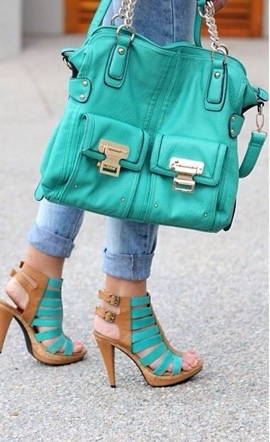 I need this set in my life ....shoes yes! Purse yes! Now where can I find it???