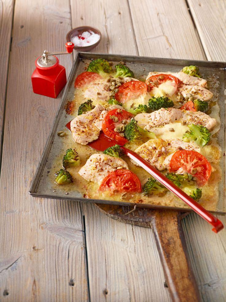 Putenschnitzel mit Brokkoli und Tomaten vom Blech