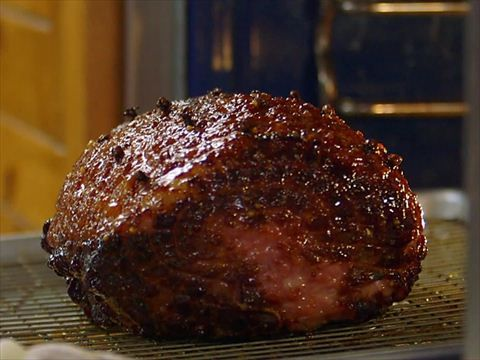 Ree's Glazed Baked Ham : Ree brings a nice Glazed Ham with cloves over to Edna Mae's house.