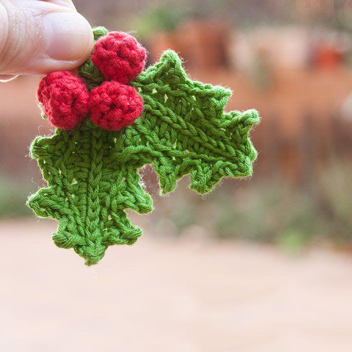 Оригинальные зубчатые вязаные листья крючком - интересный мотив крючком, которые разнообразит ваше вязание. Используйте вязаные листья как аппликации для любого домашнего текстиля, или носильных вещей - шапок, шарфов. сумок и т.д.  Листья крючком - отличная идея для вязаных украшений, например брошей, серёг или браслетов своими руками. Ну и конечно вязаные листья крючком - непременный элемент ирландского кружева.  Листья крючком бывают различными по сложности исполнения, но сегодня мы…