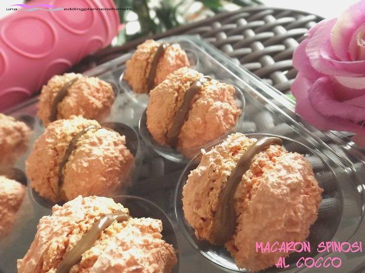 Macaron spinosi al cocco  http://blog.giallozafferano.it/weddingplanneraifornelli/macaron-spinosi-al-cocco-con-e-senza-bimby/