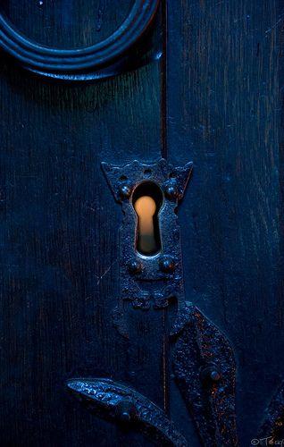 Blue | Blau | Bleu | Azul | Blå | Azul | 蓝色 | Color | Form | Texture | Through The Keyhole