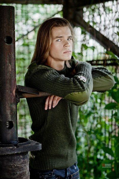 Gorgeous Long Haired Men ~ He's Beautiful!