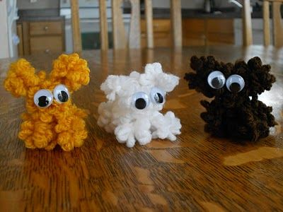 Adorable yarn animals!  Very similar to making fork pompoms, these animals are made with a fork, yarn and some googly eyes!