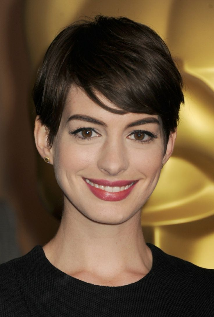 best 25 anne hathaway pixie ideas on pinterest 2014 pixie cuts celebrity pixie cut and pixie. Black Bedroom Furniture Sets. Home Design Ideas