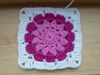 Knitting and some more - free patterns: Bea's flower square