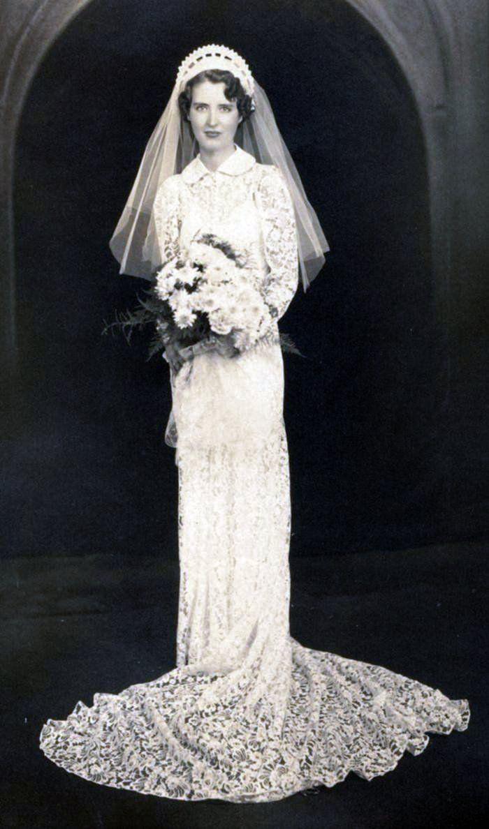 1940 wedding dress   best Esküvői ruhák images on Pinterest  Celebrity weddings