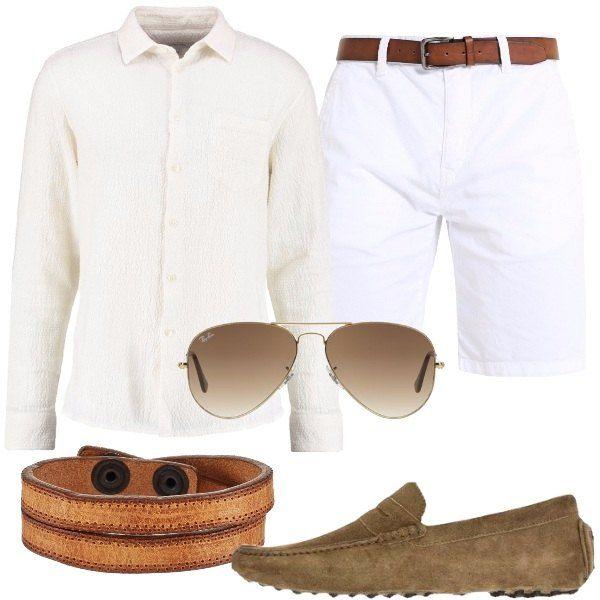 Una fresca camicia di lino, bianca abbinata ad un paio di pantaloncini, bianchi. Abbiniamo mocassini in pelle, ad effetto scamosciato, un paio di Ray-ban e un braccialetto multifilo.
