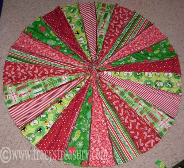 10 DIY Christmas Tree Skirts... now I just have to pick one!