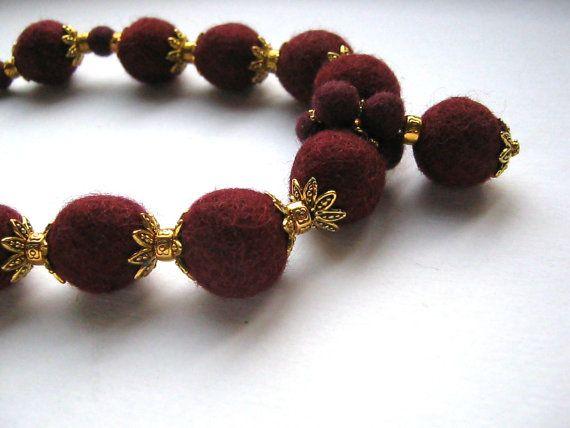 Collana con perle di feltro grandi e piccole di Avanzidicraftroom