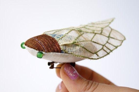 Broche Cigale Tissu verte / Insecte en Tissu