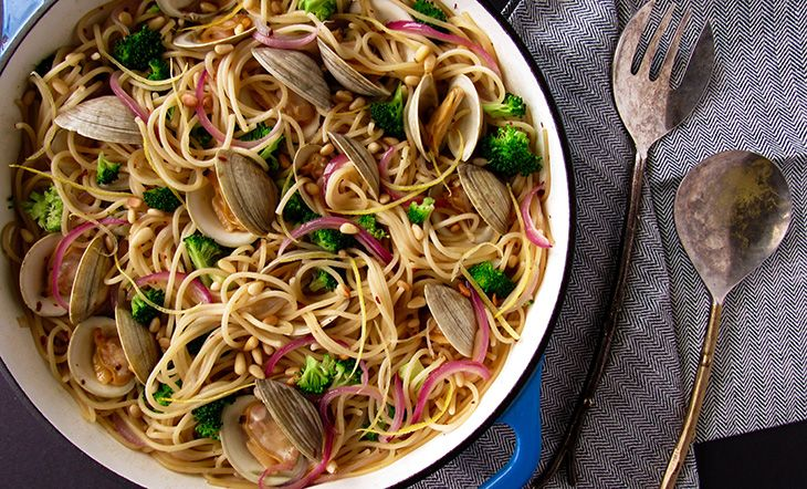 Spaghetti with Steamed Clams and Broccoli