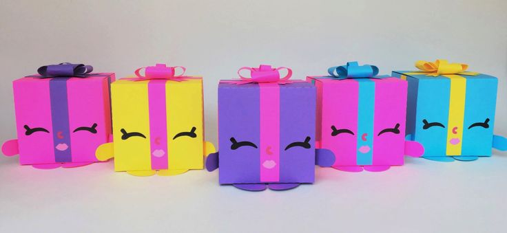 5 Party Favor Boxes (small) - cute party decoration for a birthday celebration or Shopkins themed party by Kraftkins on Etsy https://www.etsy.com/listing/398737059/5-party-favor-boxes-small-cute-party