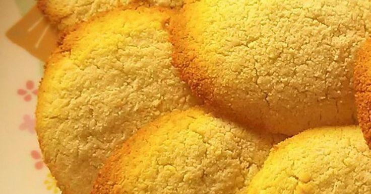 小麦粉をつかわずに作るクッキーです♪ まとまりにくい生地も一工夫で超簡単です。 1歳の娘のお気に入りおやつです。