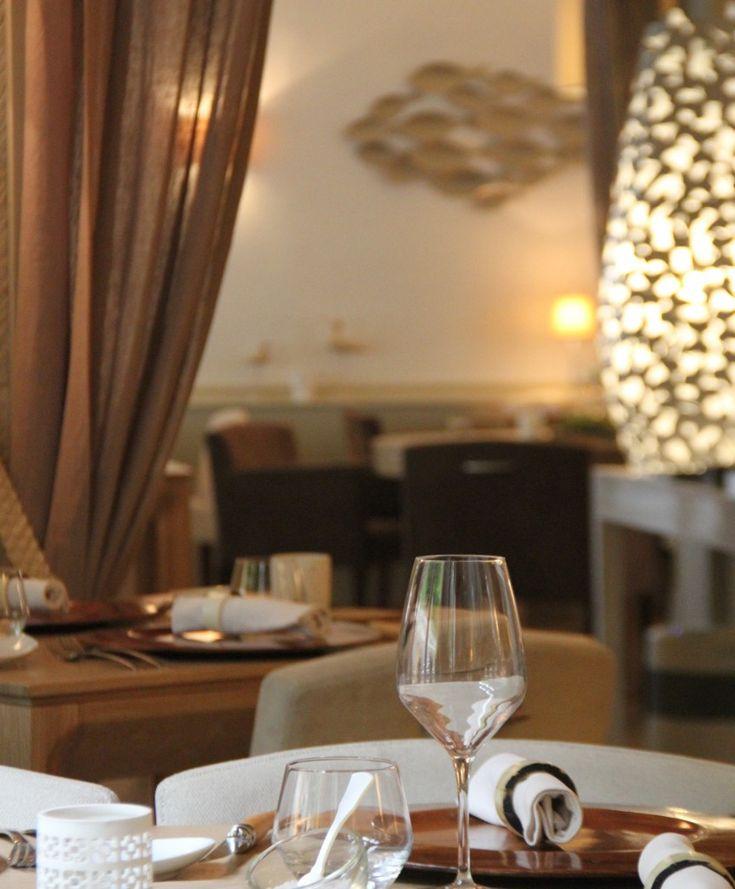 LAubergade à Gennes Val de Loire - Actus -  Restaurant LAubergade à Gennes Val de Loire  Retour à lAubergade à Gennes Val de Loire (49) chez Marjolaine et Jean-François Bodin pour un festival de saveurs.  Pour allumer les moteurs honneur à lhuitre (de Normandie) décliné en 3 versions en envoutante raviole au Safran dAnjou iode bondissant salicorne en craquante escorte; en duo chic et choc avec un tartare de veau fumé ayant complètement intégré/digéré le coté iodé de lhuitre détonant et…