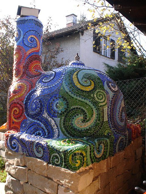 Pizza oven with mosaic! Love, love, love it! I NEED my own pizza oven!