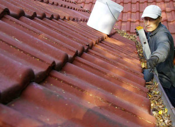 Never Make These 13 Mistakes With A Ladder Cleaning Gutters Roof Maintenance Maintenance Jobs