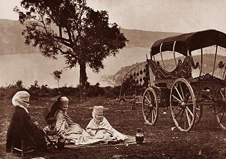 Abdullah Freres A Turkish family outing, Istanbul c. 1870.                                   From Konstantiniyye to Istanbul Photographs of the Anatolian Shore of the Bosphorus from the mid XIXth Century to XX Century         www.peramuzesi.org.tr