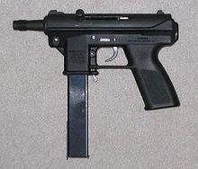 """Pistola ametralladora - La Intratec TEC DC-9, usualmente conocida como la """"TEC-9"""", es principalmente vendida como una pistola semiautomática a pesar de parecerse a una pistola ametralladora;"""