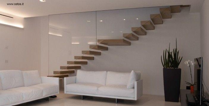 scale interne con gradini sospesi