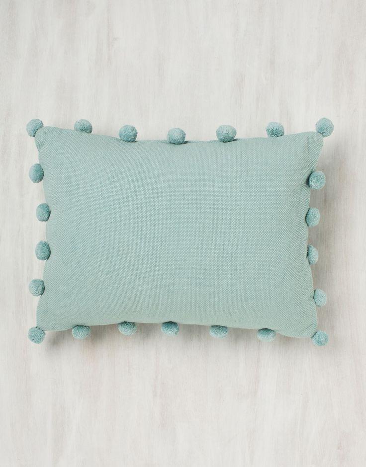 40x28 POM POM kudd | Pillow | Pillow | Kuddar | Inredning | Indiska.com