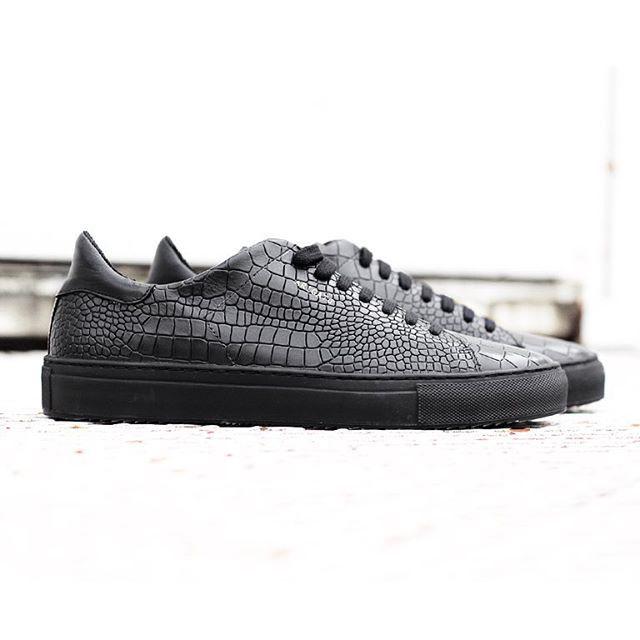 Courtvantage Cutout, Chaussures de Tennis Femmes, Noir (Core Black/Core Black/Off White Core Black/Core Black/Off White), 39 1/3 EUadidas