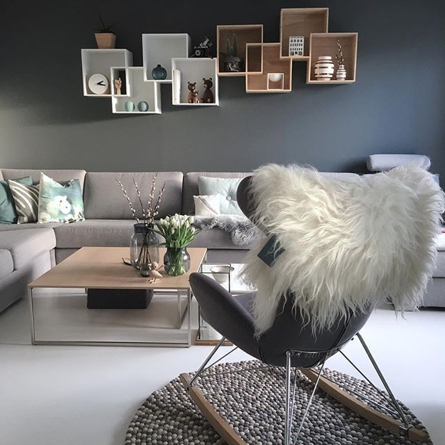 Baby, it's cold outside ❄️ ---------------------------- #livingroom #stue #sinnerup #madeinnepaldk #bolia #boconcept #boligplussminstil #interiørmagasinet #boligpluss #boligdrøm #rom123egmont #interiør #interior #interior4you1 #interior4all #myhome #micasa #mitthjem #mitthem #kähler #skeidar #waspsliving #gyngestol