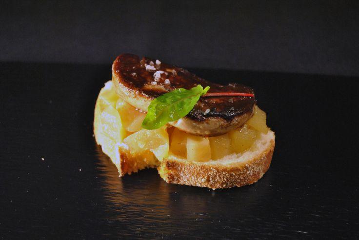 """Uno de nuestros pinchos estrella: """"Foie a la plancha con manzana caramelizada"""" #tapas #malaga #restaurante"""