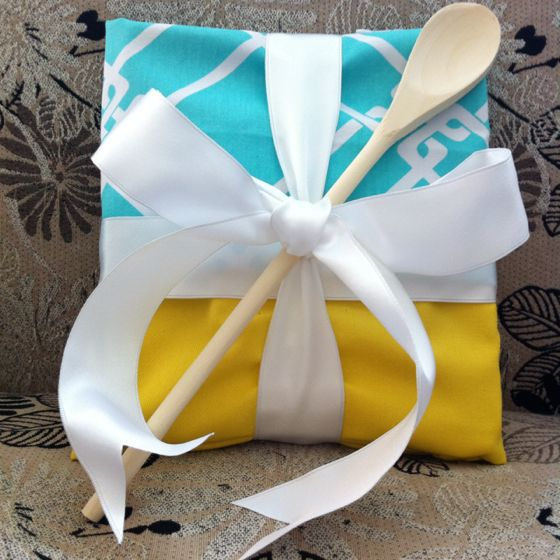 cook book wrapped in dish towels and topped with a wooden spoon.  cute housewarming or shower gift: Recipes Cards, Gifts Ideas, Gift Ideas, Gifts Wraps, Bridal Shower Gifts, Dishes Towels, Housewarming Gifts, Wooden Spoons, Cooking Books