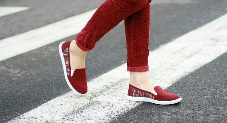 Wear happy bright colours! #colors #red #burgund #beautiful #espadrilles #summershoes #girly #instastyle #city #happy http://simpleandsweet.cz/menu/produkty/damske/slip-on