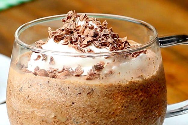 Aprenda a fazer o drink de café gelado irlandês: | Este belíssimo drink de café irlandês gelado também é uma delícia