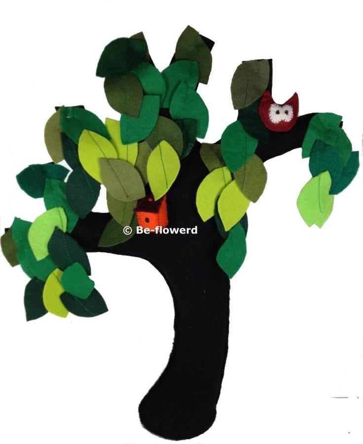 Vilten boom met uiltje en vogelhuisje