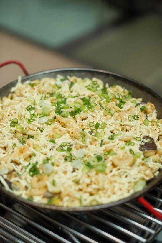 Vegan mac and cheese for a wedding entree - yum! | Vegan Wedding Menu Ideas: Washington D.C. | Green Bride Guide